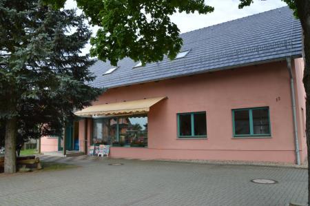 Lebensmittelmarkt und Dorfgemeinschaftshaus