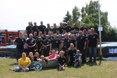 Mannschaftsfoto der Ortsfeuerwehr Wainsdorf