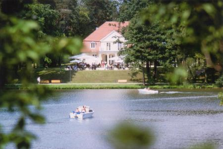 "Restaurant ""Park-Café"" & Theater am See"