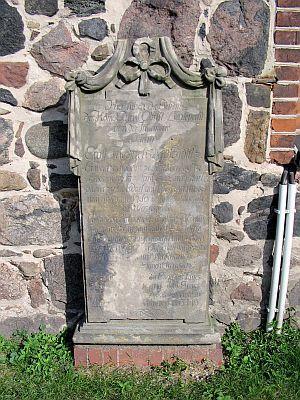 Grabstein des Herrn Oberstleutnant Ernst Friedrich von Seydlitz (1722-1789)