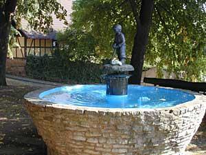 Hermannsbrunnen in der Dorfmitte