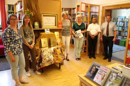 Verleihung des Goldenen Büchereisiegels durch den Sankt Michaelsbund