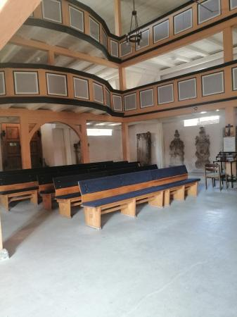 Innenraum der Friedhofskirche