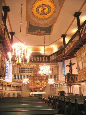 Innenraum mit spätgotischem Altar