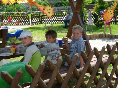 Sitzgruppe auf dem Kinderspielplatz
