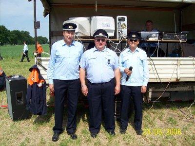 Ortswehrführer Fred Jakob in der Mitte