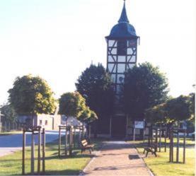Eingang der Kirche in Mützel