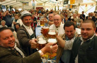 Oktoberfest München an der Elster, Stimmung im Festzelt