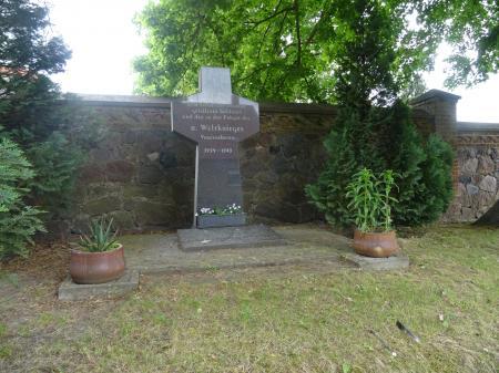 Kriegerdenkmal Petershagen Foto: Info Punkt Lebus