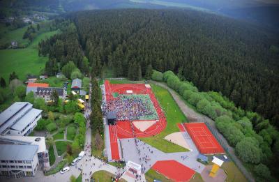 Startort des jährlichen Rennsteiglaufmarathons (Luftbild Sascha Fromm - Thüringer Allgemeine)