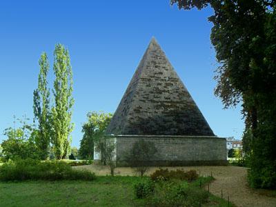 Die Pyramide im Neuen Garten diente ursprünglich dem Kühlen von Lebensmitteln.