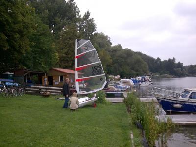 Boote und Räder