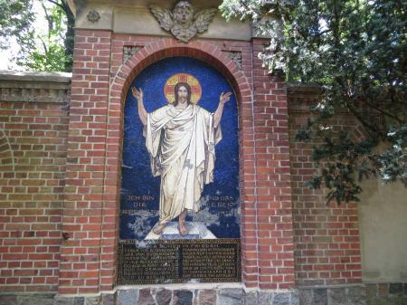 Mozaikwandbild an der Kirche    Foto: Info Punkt Lebus