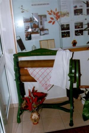 alltägliche Gegenstände mussten auch in den kleinen Räumen ihren Platz finden