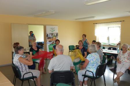 Bewegungsmöglichkeiten erlernt, die in der Gruppe oder auch bei Personen zu Hause zum Einsatz kommen