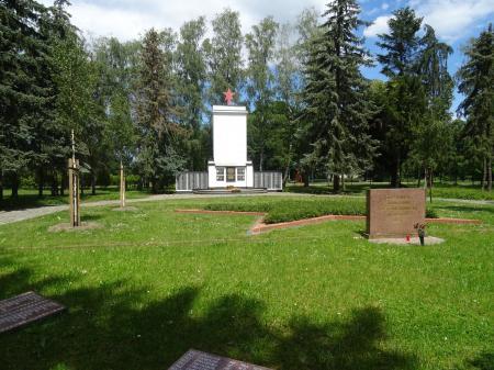 Russische Kriegsgräberstätte in Reitwein Foto: Info Punkt Lebus
