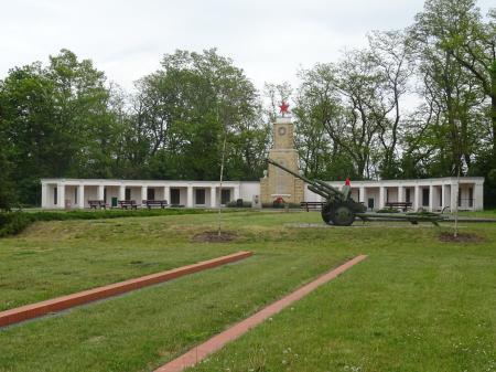 Russische Kriegsgräberstätte in Lebus Foto: Info Punkt Lebus