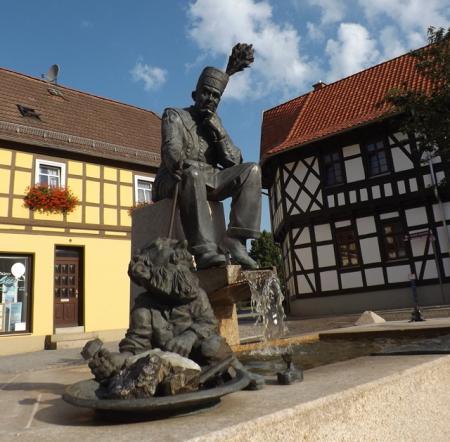 Seit 2013 beleben Bergmann, Frosch und Silberich den Marktbrunnen