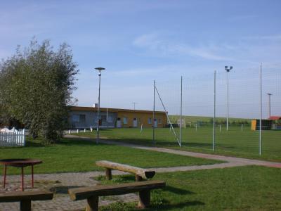 Der Sportplatz mit Sportlerheim
