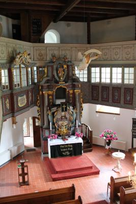 Blick in den Altarraum.