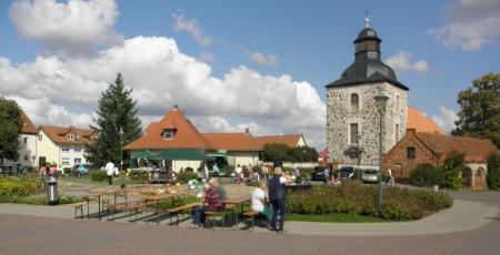 Torhaus und Kirche
