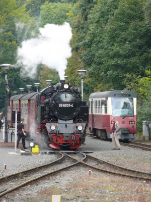 Doppel -Zugausfahrt am Bahnhof Alexisbad