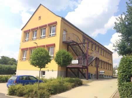 Das Schulgebäude von außen