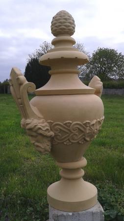 Steinpokal Gartenkunst