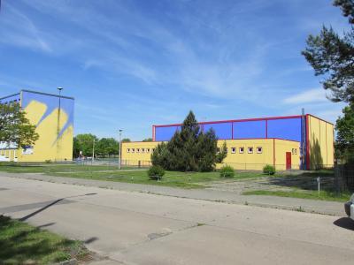 Grundschule, KITA und Turnhalle