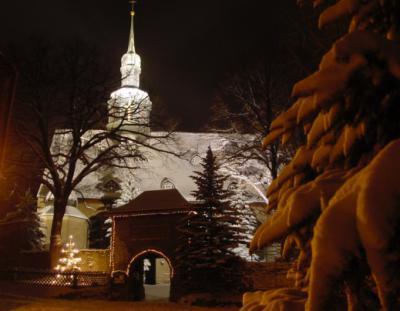 Die Kirche in Crottendorf im Advent