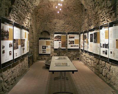 """ständige Ausstellung über den Kampfstoff Giftgas """"Sarin"""" im Turm der Kirche"""