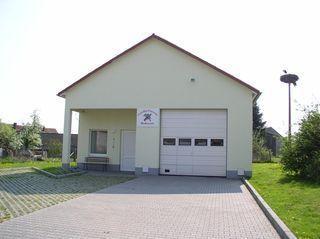 Fahrzeughalle mit Versammlungsraum