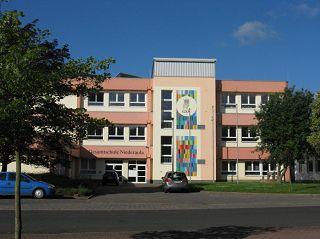 Gesamtschule Niederaula mit Förderstufe, Haupt-, Real-, und gymnasialen Zweig.