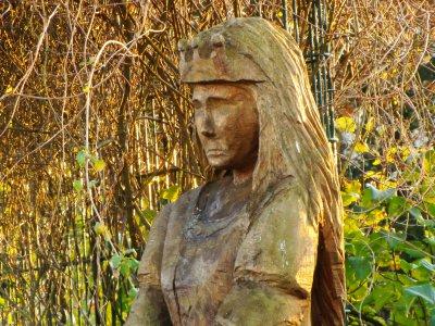 Die Wariner Sagenprinzessin als Holzstatue