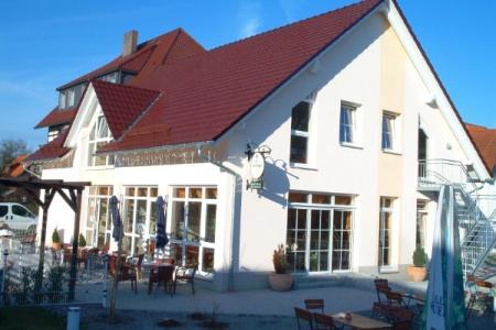 Café, Restaurant mit Garten und extra Saal