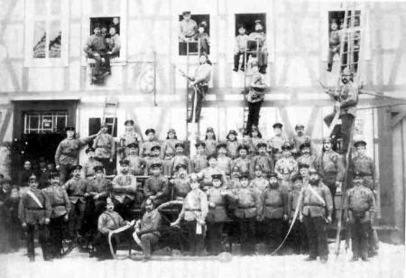 Dieses Photo zeigt die Mitglieder der Freiwilligen Feuerwehr aus dem Jahr 1892