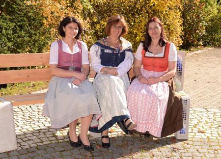 v. li.:Riedmayr Christine (Verwaltungsangestellte), Susanne Falkenhahn (Rektorin), Alexandra Greiter (Konrektorin)