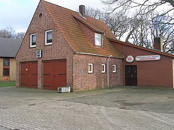 Dorfgemeinschaftshaus Düste mit Stellplätzen für die Feuerwehr