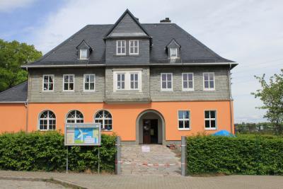 Das Gemeindehaus in Neuwürschnitz.