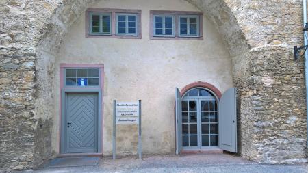 Die Stadtinformation befindet sich im historischen Westflügel des Schlosses.