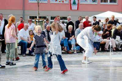Spielende Kinder auf dem Hans-Grade-Platz