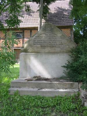 Gedenkstein im Gemeindeteil Rapshagen (Gemeinde Gerdshagen)