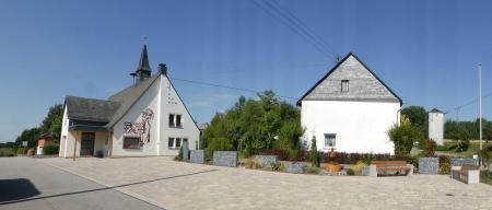 Der von den Mitgliedern des Gemeinderates und der Mitbürger neu gestaltete Gemeindeplatz