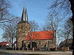 Kirche mit zwei Kirchturmspitzen