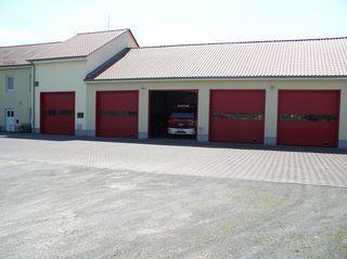 Fahrzeughallen mit Versammlungsraum und Sitz Rettungsdienst