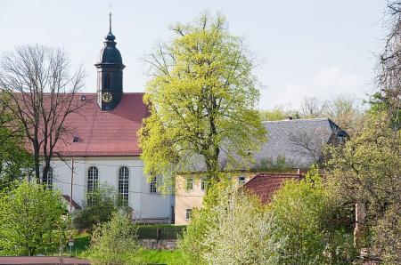 Blick zur Taubenheimer Kirche Foto:Sandi Wermes