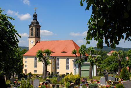 Kirche mit Friedhof /Foto: Klaus Schieckel