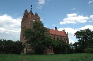 Kirche vom Storchendorf Linum mit Storchenhorst