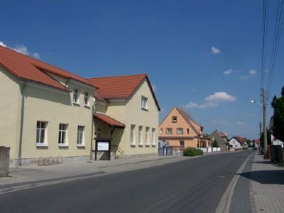 Hauptstraße mit Dorfgemeinschaftshaus