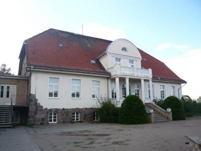 Das ehemalige Gutshaus war lange Zeit Schule für mehrere Generationen von Ganzlinern aus allen Ortsteilen.